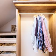 Kokudoma_walk-in_closet_oak_led_10.jpg