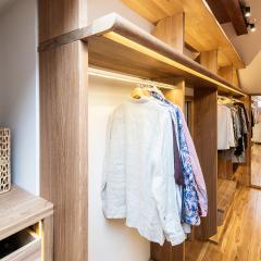 Kokudoma_walk-in_closet_oak_led_11.jpg