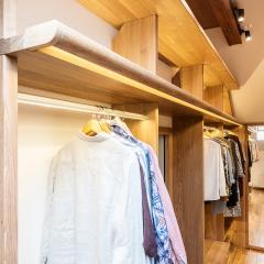 Kokudoma_walk-in_closet_oak_led_13.jpg