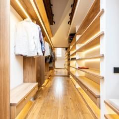 Kokudoma_walk-in_closet_oak_led_14.jpg