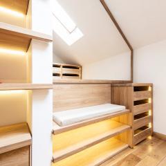 Kokudoma_walk-in_closet_oak_led_3.jpg